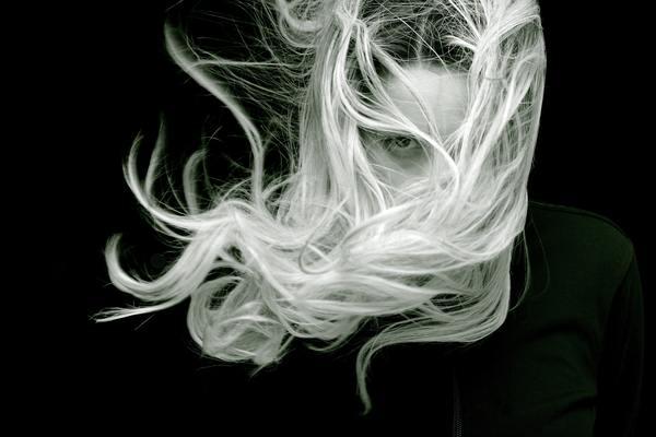「30代で白髪を発見したときの対処法とは?予防や白髪染めについてもまとめて解説」